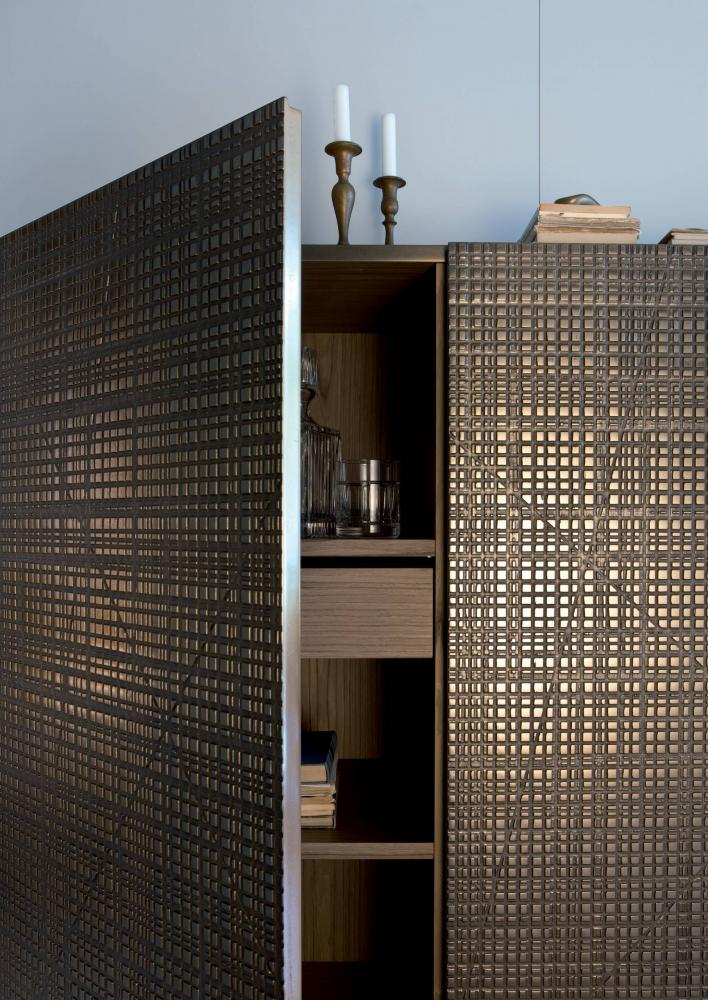 BD 95 is a high sideboard with Maxima surface in bronze liquid metal finish