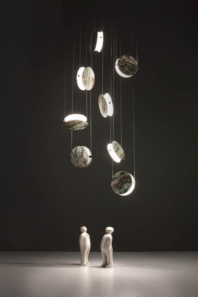 Clis is a suspension lamp with interchangeable magnetic disc-shaped covers.