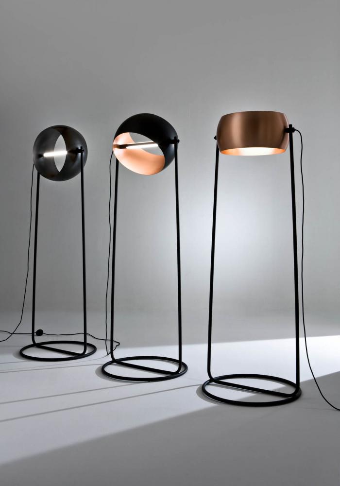 laurameroni globe floor led lamp by edoardo colzani in copper metal and black iron