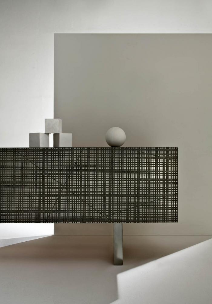 Low sideboard with Maxima surface in tin liquid metal finish