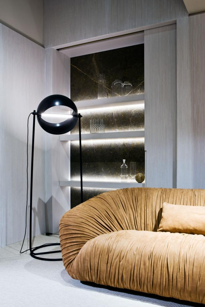 laurameroni globe floor led lamp by edoardo colzani in copper metal and black iron displayed at salone del mobile