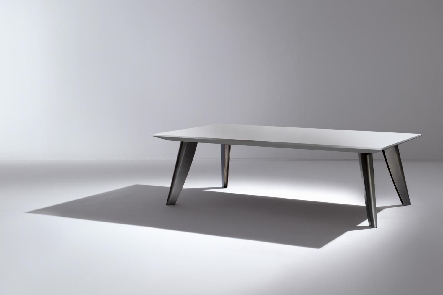 Modern luxury rectangular table with wooden lacquered top and bronze legs