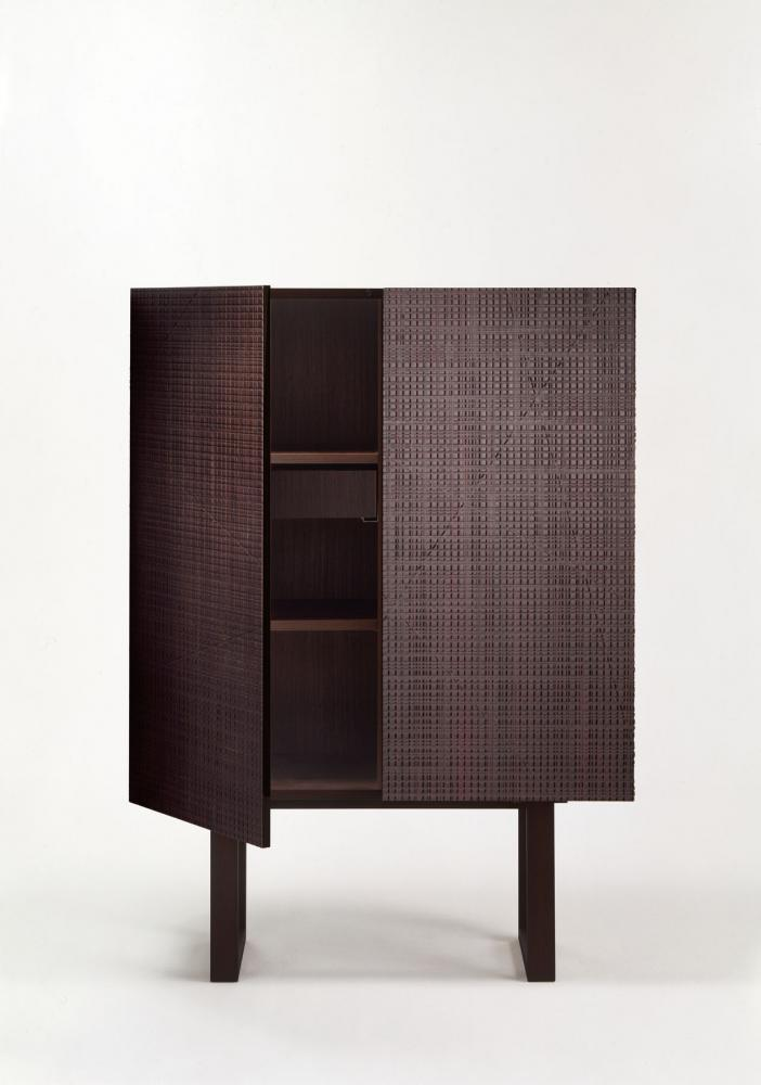 Modern high sideboard in carved wood with Maxima pattern