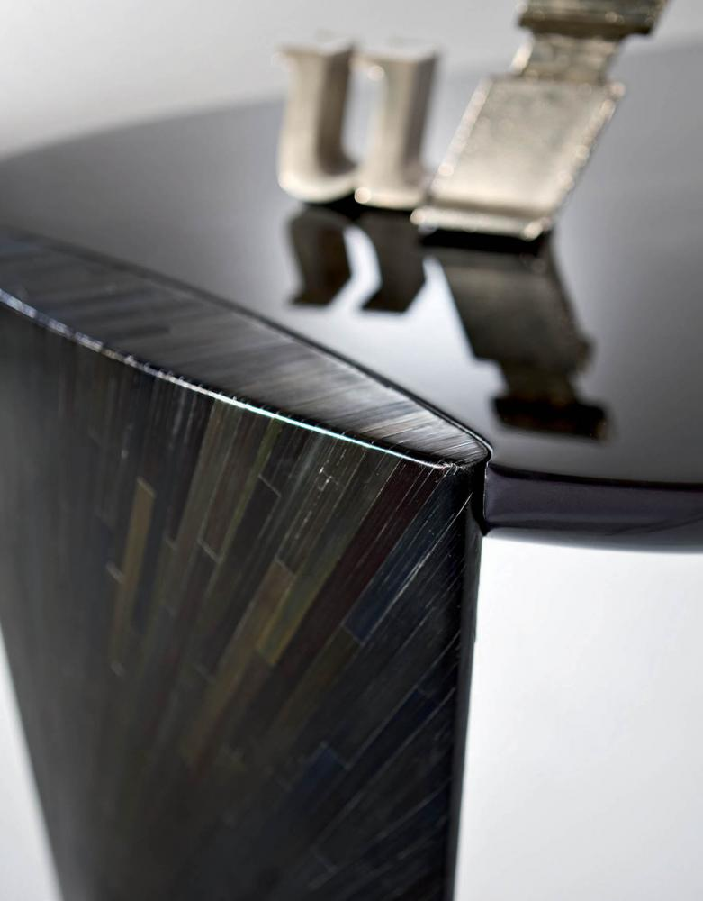 detail of laurameroni poe desk in black rye straw and glossy faded top