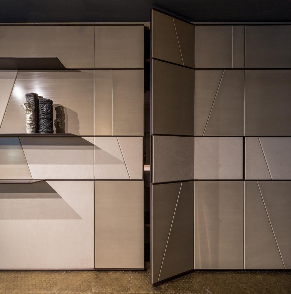 Laurameroni wall panels and custom integrated day cabinets in interni showroom interior design