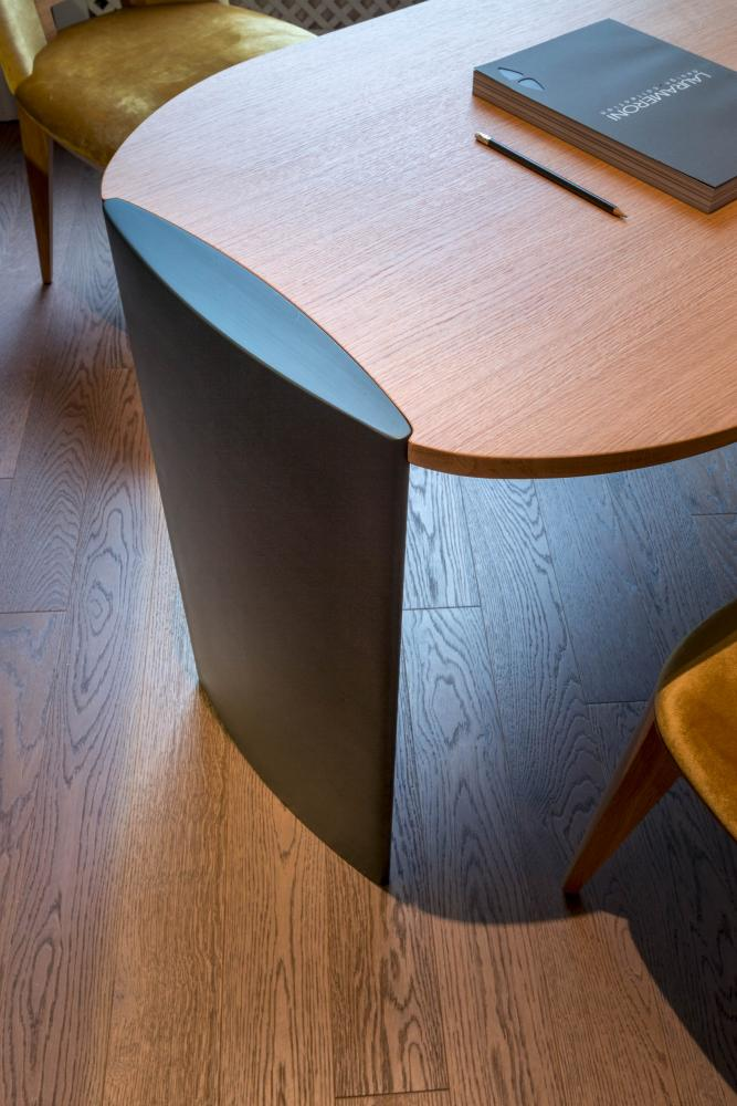 detail of laurameroni poe desk in natural oak wood and leg in lacquered wood