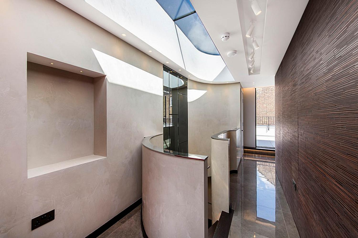 Laurameroni furnishes a luxury pethouse in london for a modern interior design and decor