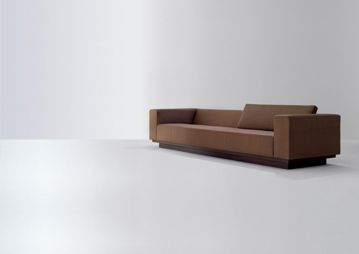 The Elgant Design And The Carefully Selected Leathers And Fabrics Make  Orchestra System A Unique Sofa, Perfect For Refined Public Spaces.