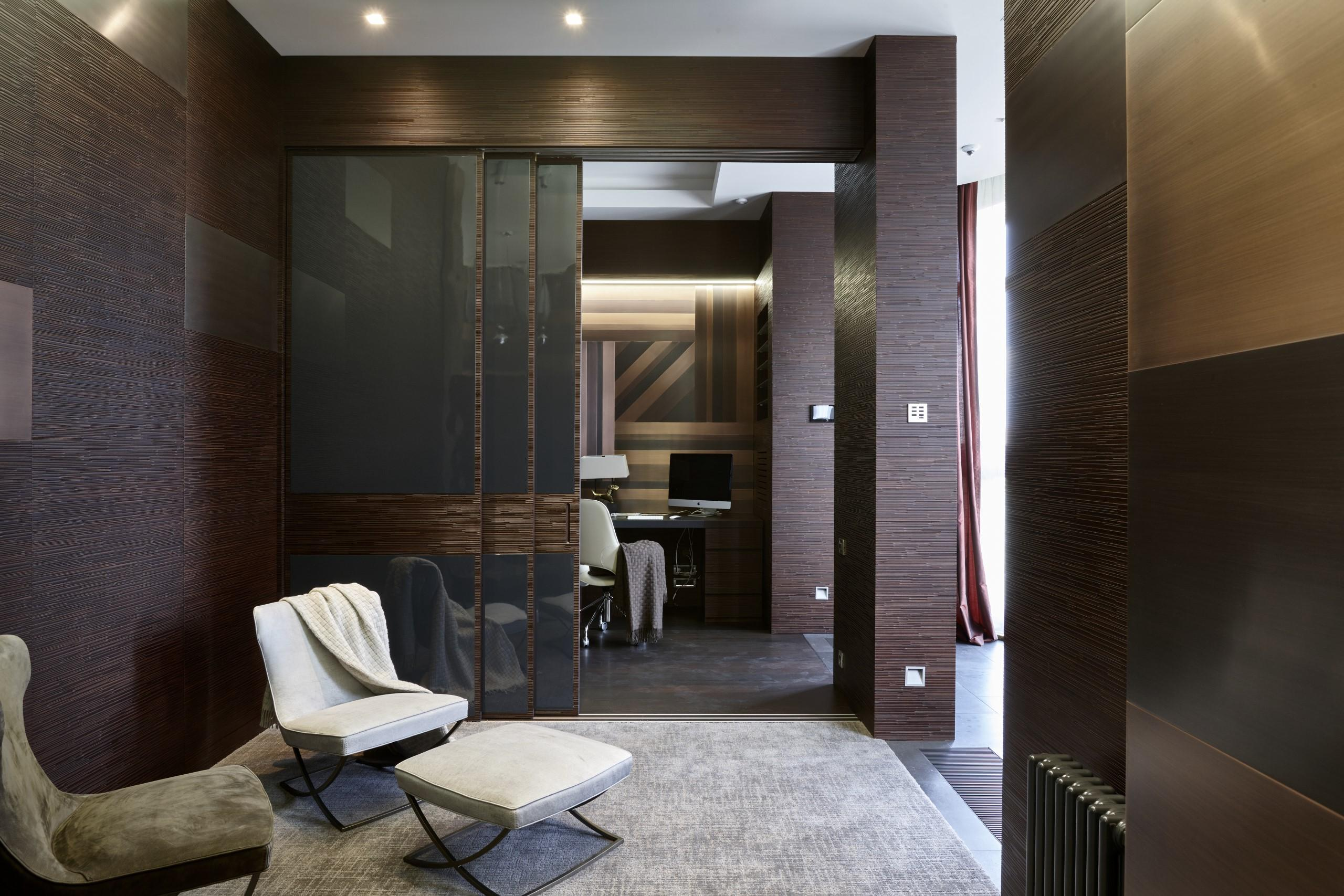 Integrated sliding door in carved wood and glass with wall panels